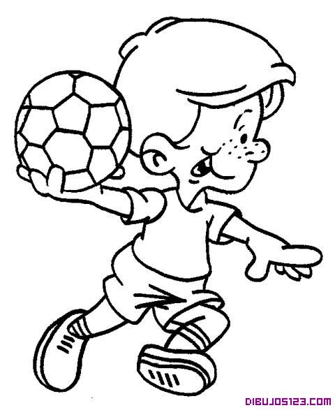 Portero de Futból saca el balón