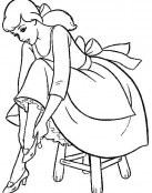 Cenicienta se prueba sus zapatos