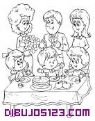 Toda la familia reunida en el cumpleaños