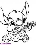 Stich tocando la guitarra